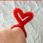 DIY Valentine Heart Rings Made From Pipe Cleaners