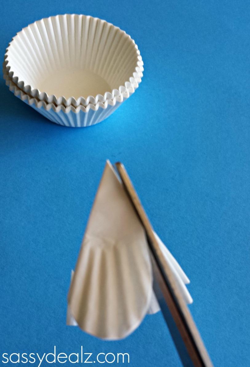 Cupcake liner 4 leaf clover craft for st patricks day crafty cupcake liner shamrock craft jeuxipadfo Gallery