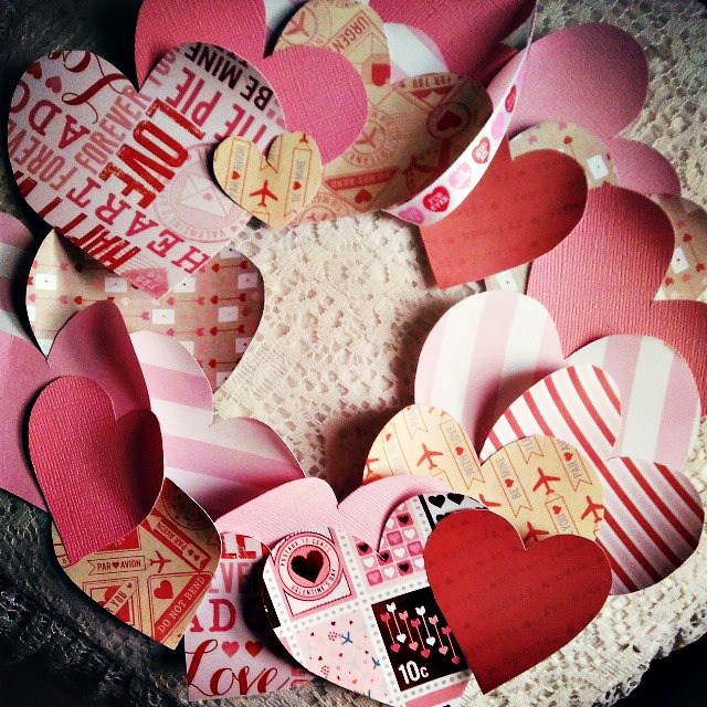 Easy Paper Heart Valentine's Day Wreath
