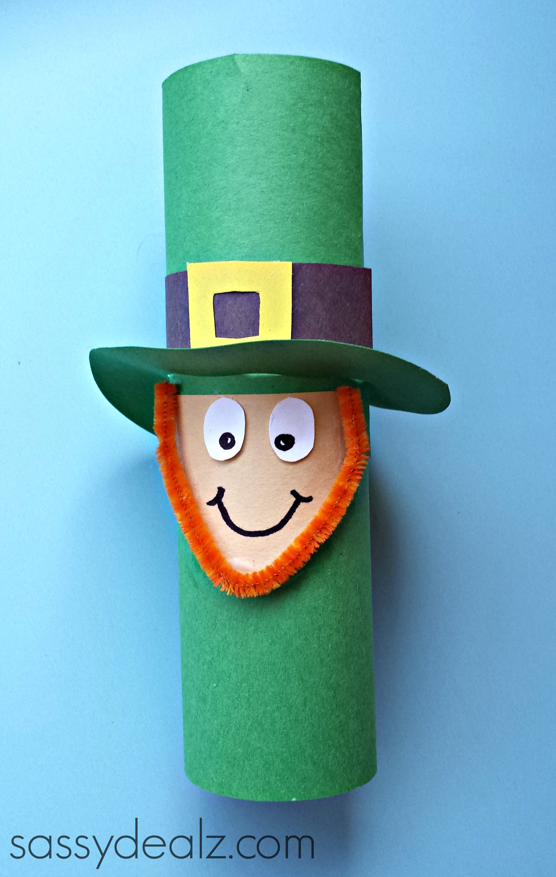 Leprechaun toilet paper roll craft for st patrick 39 s day for Crafts that use toilet paper rolls