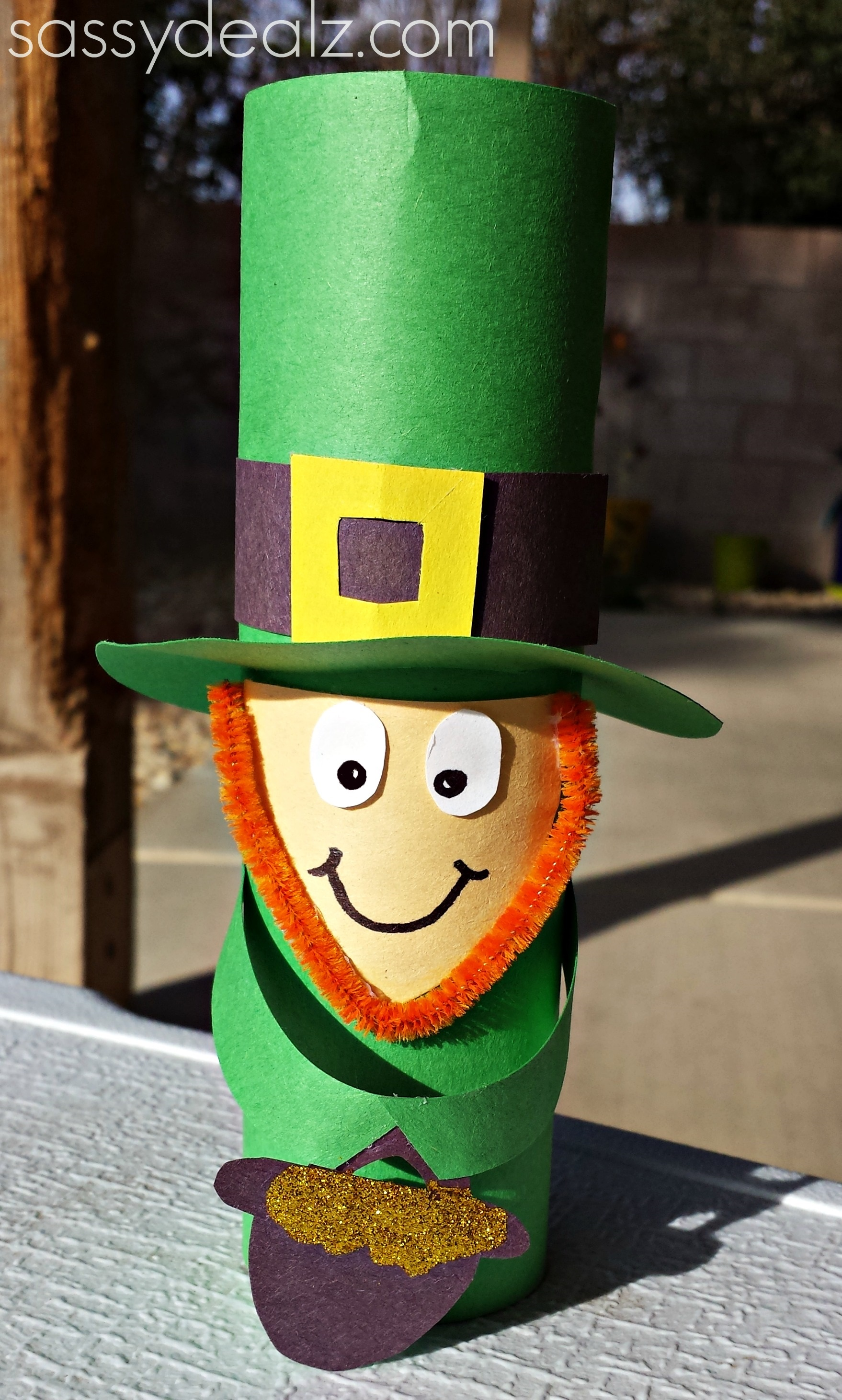 Leprechaun toilet paper roll craft for st patrick 39 s day for Paper roll projects