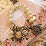 Classic Vintage Pearl Bracelet ONLY $1.59 + Free Shipping!