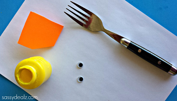 chick-craft-using-a-fork