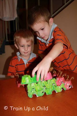 egg-carton-caterpillar-craft
