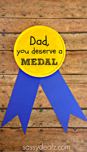 gold-medal-fathers-day-craft-for-kids-to-make
